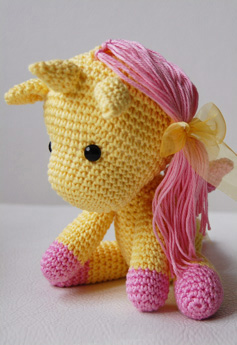Free Crochet Unicorn Pattern - thefriendlyredfox.com | 345x237